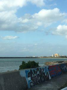 宜野湾市伊佐の海岸沿い