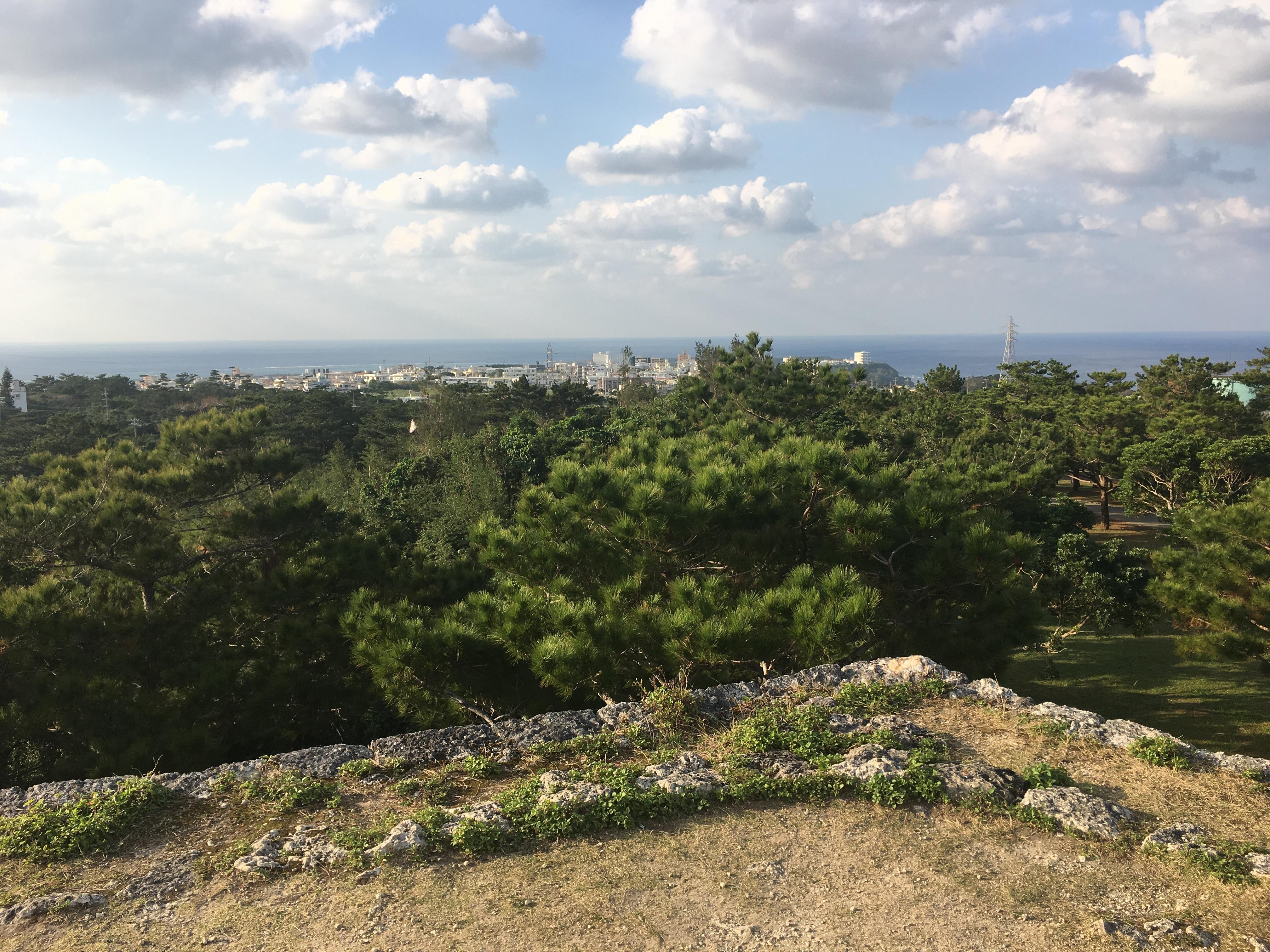座喜味城跡の頂上からの眺め