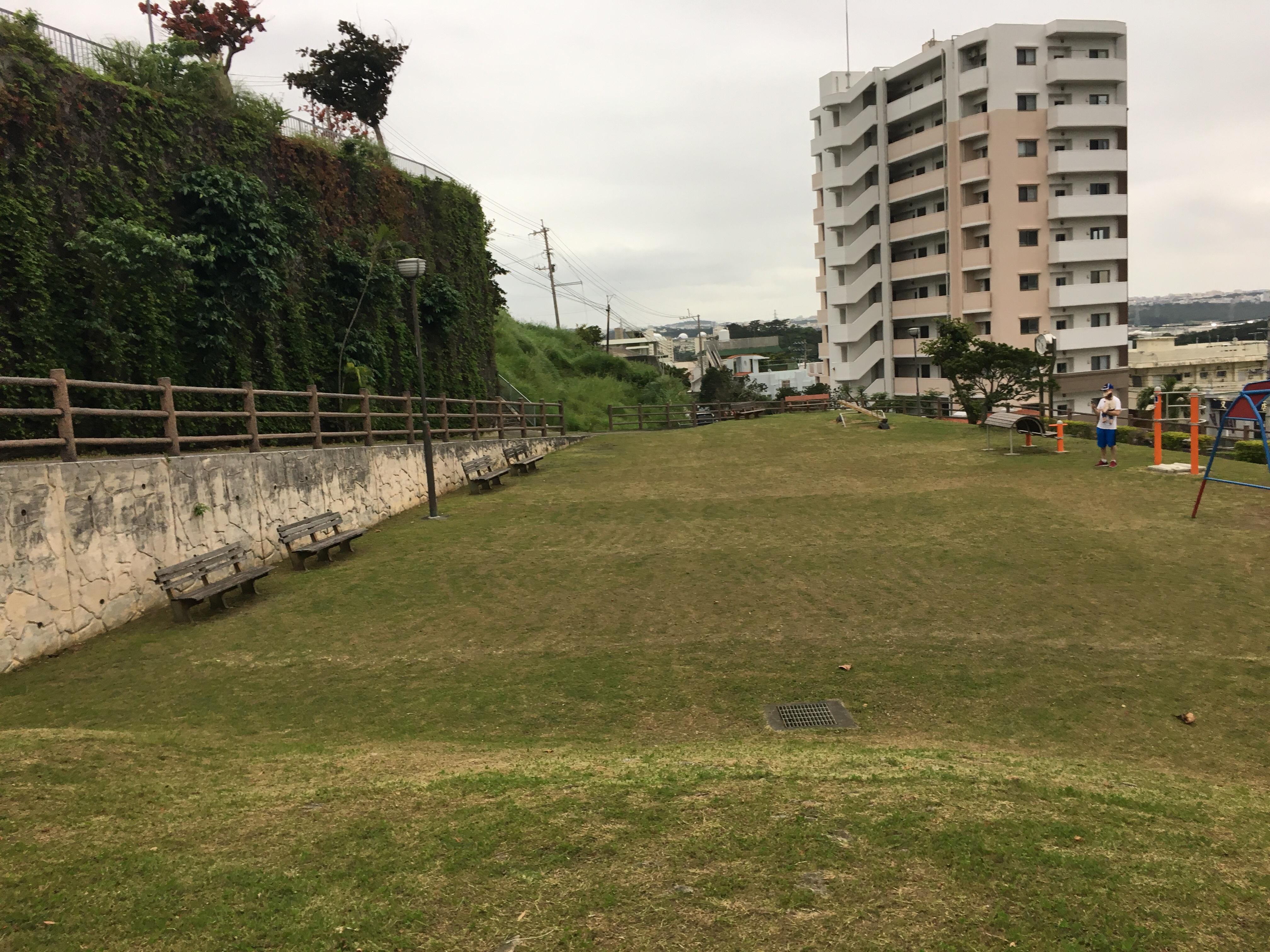 謝苅公園の広場