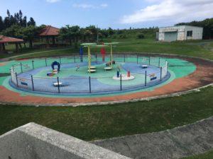 残波岬公園の いこいの広場にある赤ちゃんが遊べる遊具