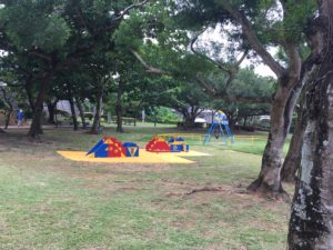 桑江公園の小さな子供が遊ぶ遊具