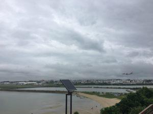 瀬長島から飛行機の着陸シーン