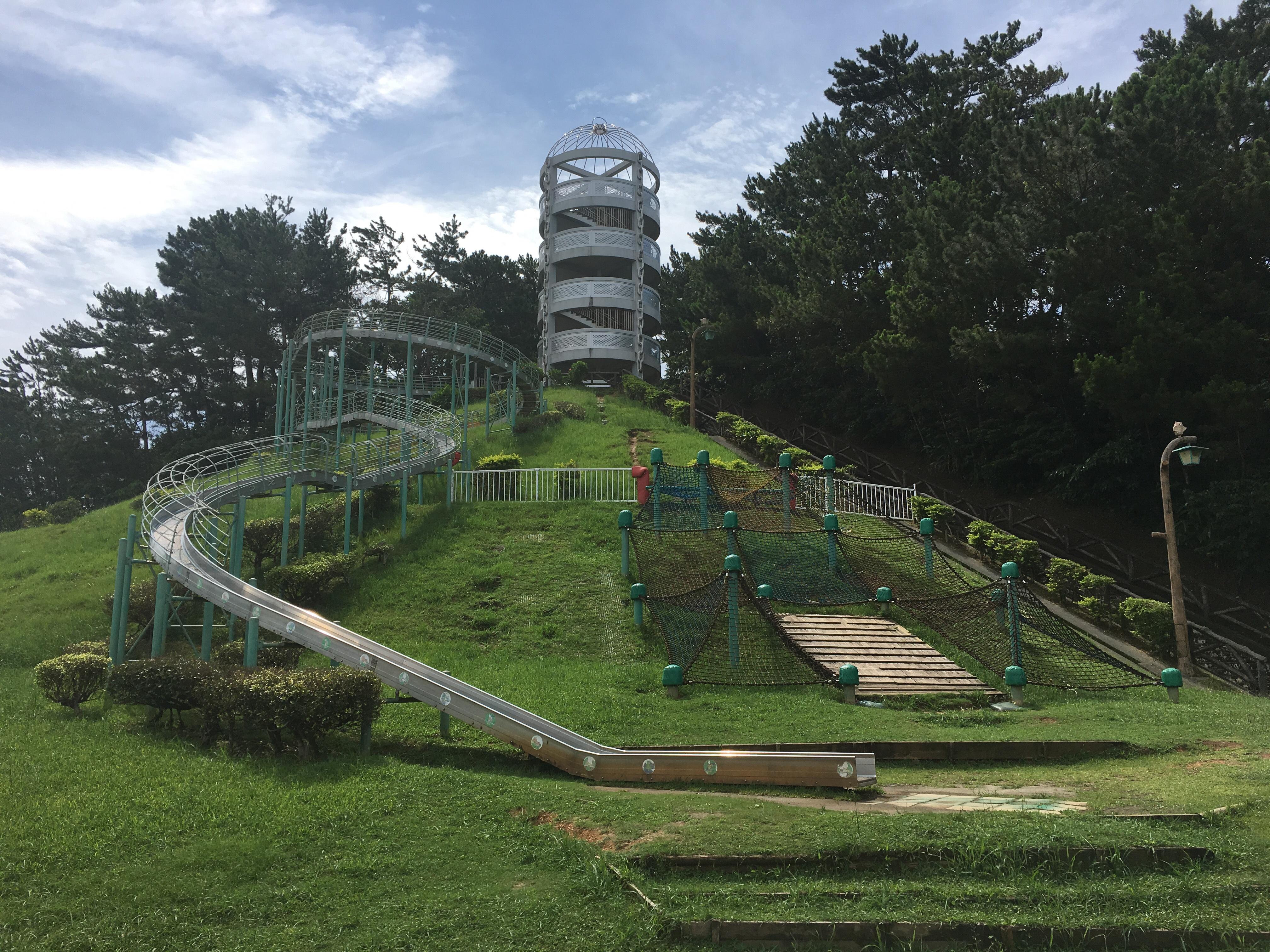 桃原公園の滑り台と展望台