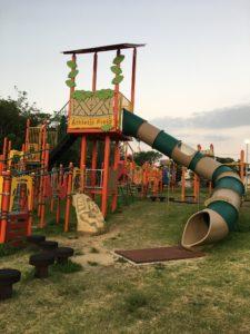 八重島公園の滑り台のついてコンビネーション遊具