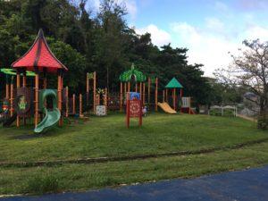 沖縄市にある八重島公園の複合遊具