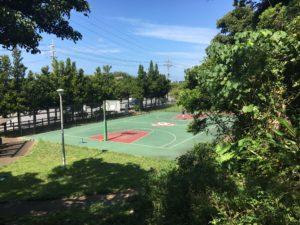 沖縄市にある八重島公園のバスケットコート