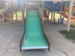 若夏公園の複合遊具の滑り台
