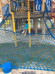 沖縄市の公園の遊具