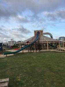 沖縄市にある公園のコンビネーション遊具