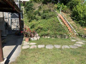 北中にある沖縄そば屋の庭