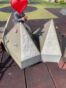 宮城屋外運動場にある三角の障害物
