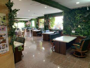 うるま市にある「たまご屋」の飲食スペース