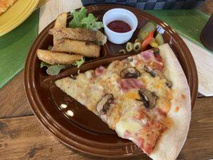 スラッピースライのピザであるマッシュルームベーコン