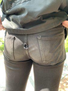 滑り台でズボンに穴が